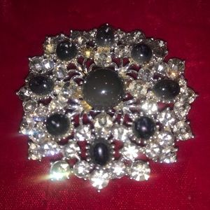 Vintage rhinestone pin signed Weiss